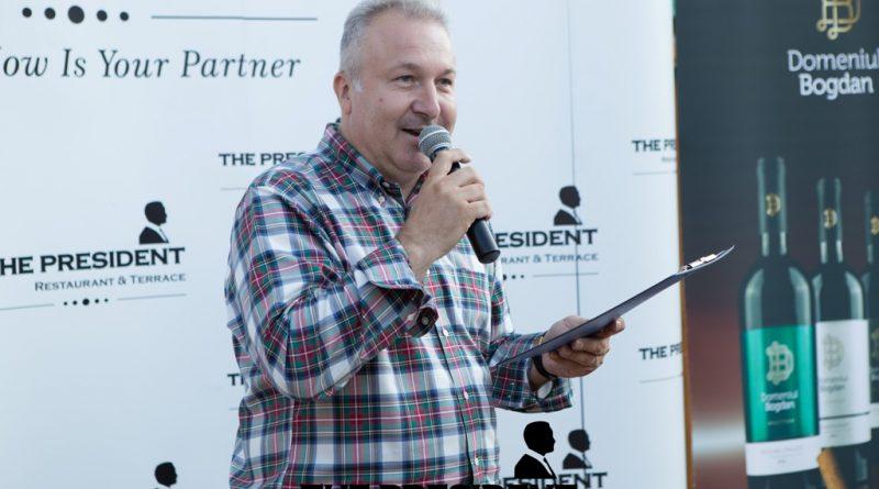 Impletire de vin bun, muzica si poezie, pe terasa grupului The President