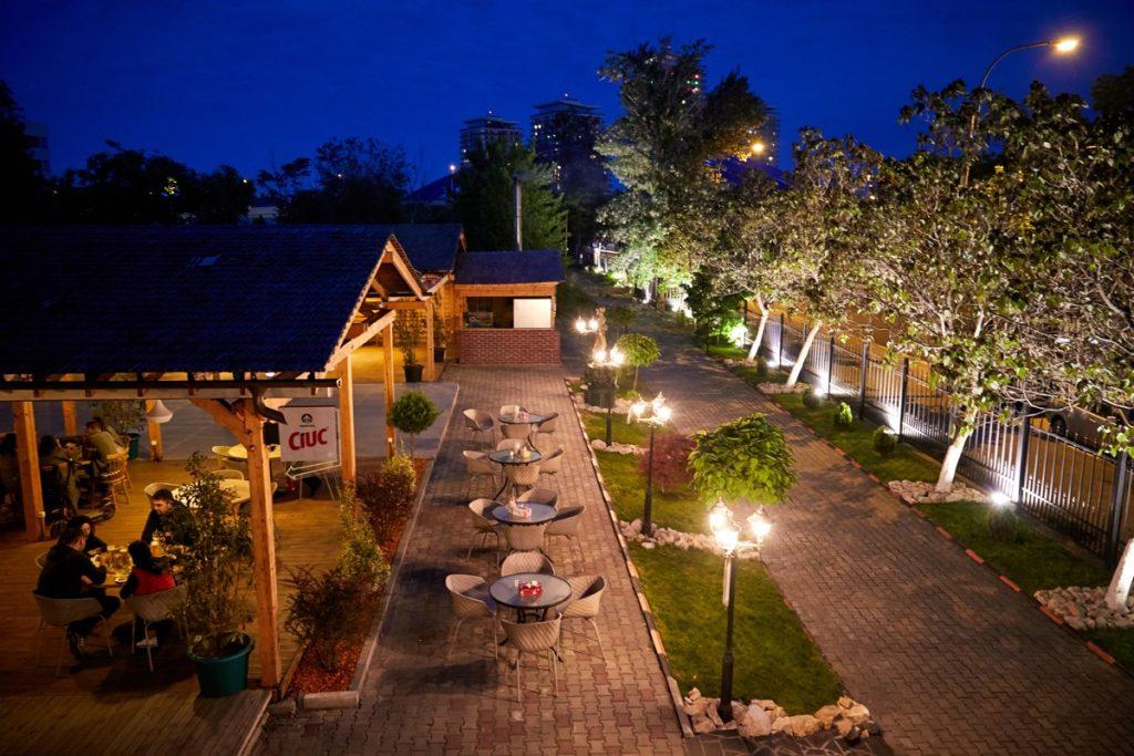 Hop Garden este o berarie lansată în 2018 și singurul spațiu al grupului Magic situat în Splaiul Unirii, nr. 225. Cu o capacitate de 200 de locuri și o terasa de 400 de locuri, este potrivită atât pentru întâlniri cu prietenii, cât și pentru evenimente private și corporate organizate într-un cadru informal.